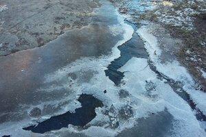 Vytekajúca voda okamžite zamrzla.