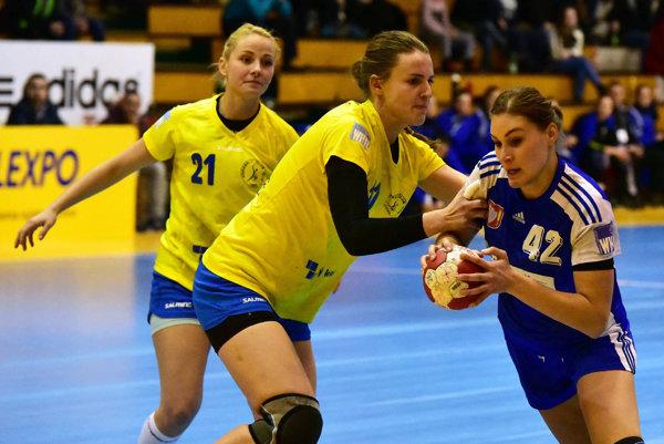 Karin Bujnochová bola s8 gólmi najlepšou strelkyňou Dusla vprvom tohtoročnom zápase WHIL.