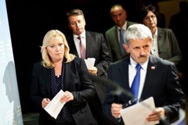 Predseda SDKÚ Mikuláš Dzurinda premiérku Ivetu Radičovú na rokovaniach so Smerom nenahradí.