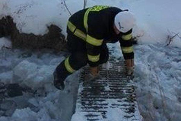 Dobrovoľní hasiči v Bystričke boli počas víkendu v pohotovosti.