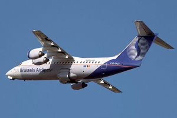 Stroj Avro RJ85 vo vzduchu.