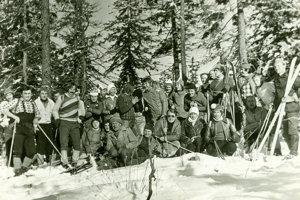 Turisti na jednom zprvých ročníkov Striebornej podkovy.