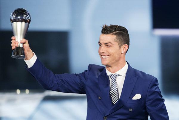 Cristiano Ronaldo je úradujúcim najlepším futbalistom na svete.