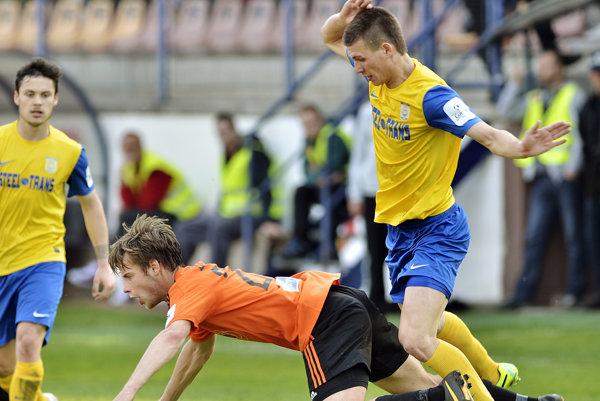 Zmenil dres, no dlhy ostali. Ľubomír Korijkov (vpravo) už pôsobí v Lokomotíve, ale od FC VSS ešte stále čaká na peniaze.