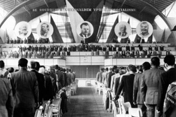 Vroku 1949 sa uskutočnil prvý zjazd Komunistickej strany Československa po prevzatí moci. Klement Gottwald vtedy oslavoval dvadsať rokov na jej čele