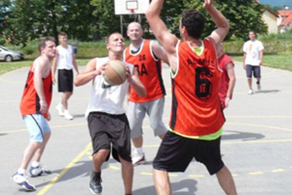 24-hodinový Nonstop basketbal v Nedožeroch-Brezanoch je zapísaný aj v slovenskej knihe rekordov.