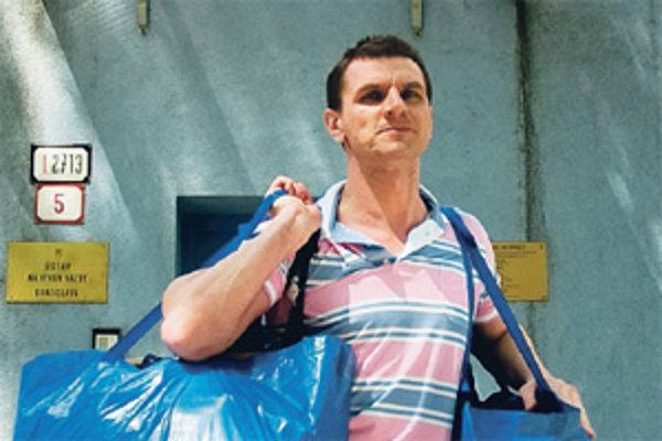Po rokoch na úteku strávil Karol Mello na Slovensku vo väzbe necelý mesiac. Po chybe súdu ho budú stíhať na slobode.
