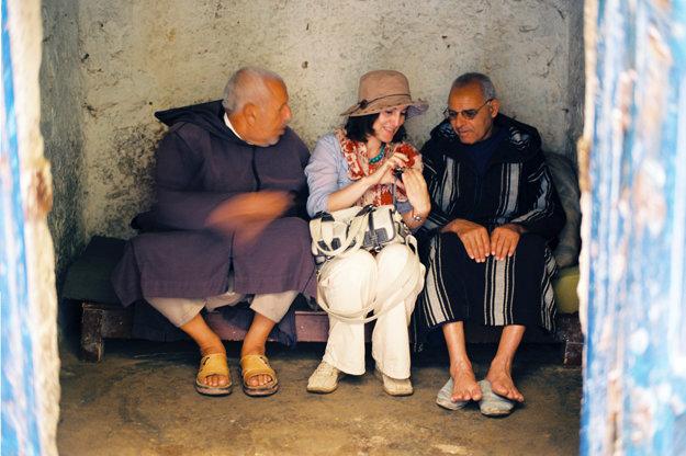 S realitnými agentmi v židovskej časti As-Sawíry, Maroko.