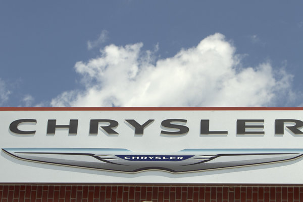 Logo automobilky Chrysler.