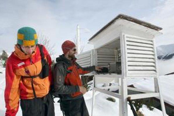 Teplotný rekord pre 7. február padol aj na Chopku. Namerali tam 3,7  stupňa Celzia, viac ako v roku 2000. Na snímke búdka s teplomerom.