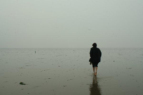 Piesok je pevný iba na chodníčku a pri zlom počasí sa dá jednoducho stratiť.