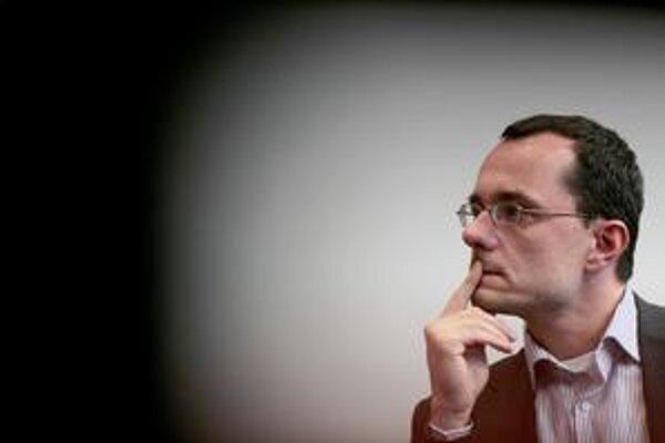 Advokát Radoslav Procházka (38) vstúpil do aktívnej politiky pred minuloročnými parlamentnými voľbami, v ktorých kandidoval za KDH.Vsúčasnosti je predsedom ústavnoprávneho výboru parlamentu.