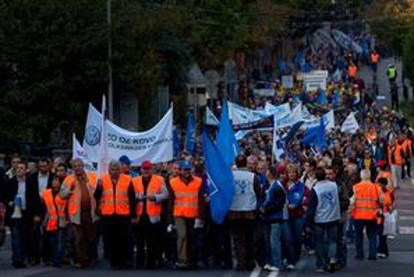 Protesty odborárov ustali, dnes s vládou rokujú. Na marec pôvodne sľubovali generálny štrajk.