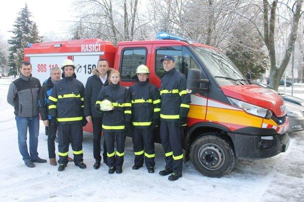 Mesto Trebišov vynovilo materiálne vybavenie dobrovoľného hasičského zboru.