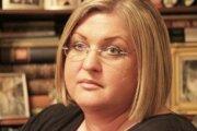 Narodila sa v roku 1973 v Bratislave. Je absolventkou Strednej zdravotníckej školy (zdravotná laborantka), má osvedčenie na obchodovanie s cennými papiermi v RM-Systeme, absolvovala Centrum pre ďalšie vzdelávanie Ekonomickej univerzity v Bratislave (ekono