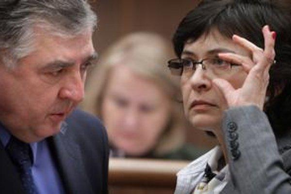Ministerka a jej stranícky kolega Milan Hort, ktorého tiež zaujímalo, či je odpočúvaný.