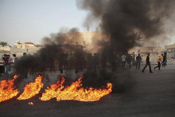 Poprava troch šiitov vyvolala v Bahrajne vlnu protestov.