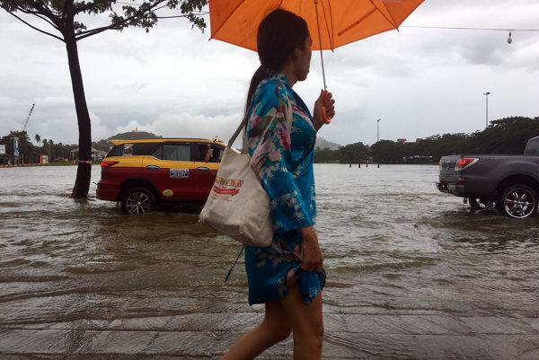 Thajsko sužujú záplavy.