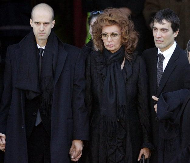 Na pohrebe Carla so synmi v roku 2007