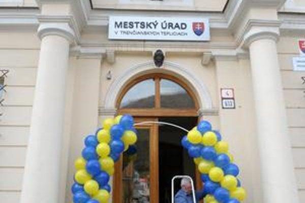 Aj bloček na tieto balóniky bude musieť úrad v budúcnosti zverejniť.