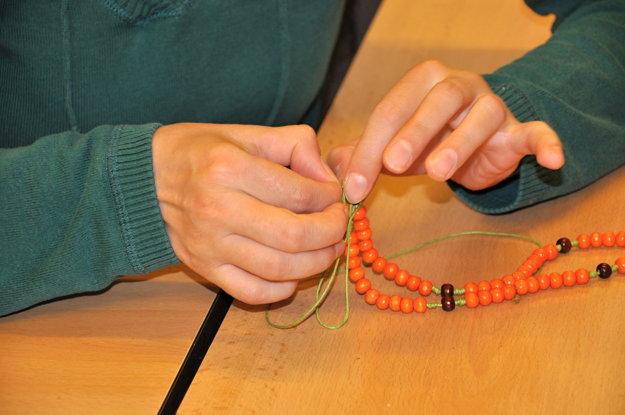 Ružence sa vyrábajú  tiež v tvorivých dielňach. Predávajú ich napríklad po omšiach v kostoloch.