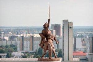 Mnohí sochári aj teoretici umenia sú zo sochy Svätopluka zhrození.