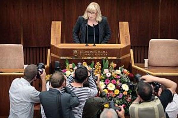 Premiérka spolu s ministerským zborom predstavila programové vyhlásenie vlády parlamentu.