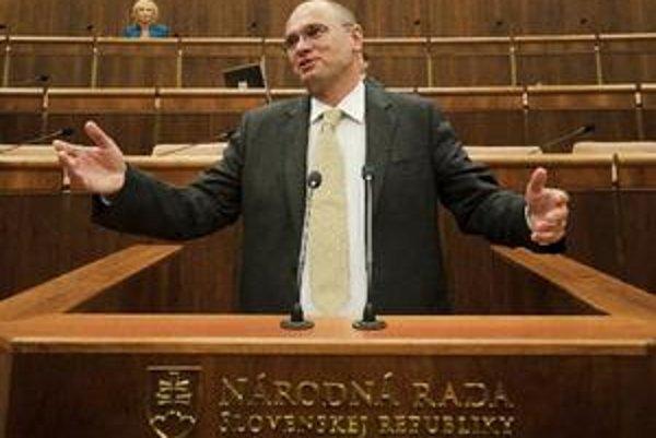 Richard Sulík nechal zverejniť všetky zmluvy Národnej rady za rok 2010.