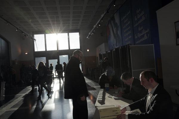 Volebné miestnosti sa zatvoria o 19.00 h večer.