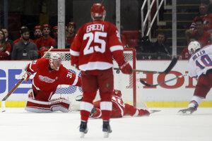 Miller strieľa jediný gól zápasu medzi Detroitom a New Yorkom Rangers.