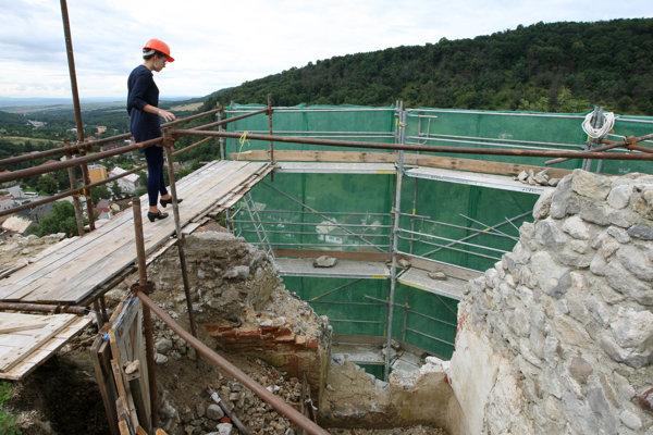 Ilustračné foto. Archeológovia obnovujú viac ako 700 rokov starý hrad Modrý Kameň v okrese Veľký Krtíš.