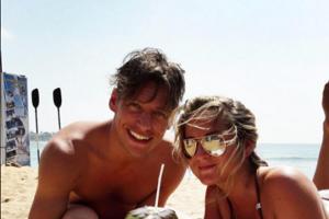 Na Srí Lanke. Thomas s manželkou Abbie strávili prelom rokov na pláži.