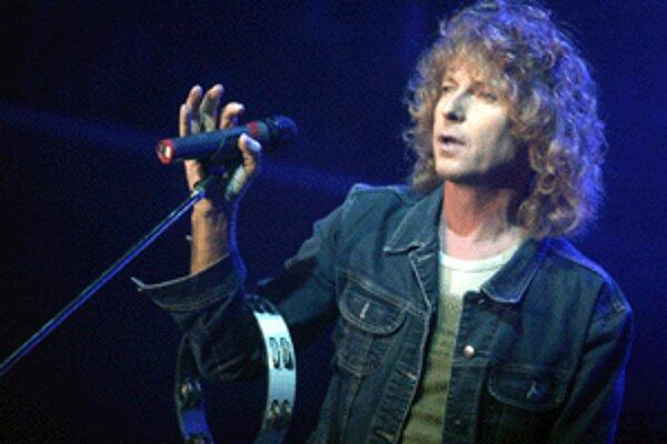 Spevák Peter Nagy vystúpi v nedeľu v Prievidzi so skupinou Indigo.