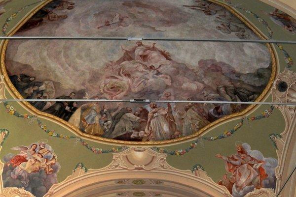 Fresky v kostole Nanebovzatia Panny Márie.