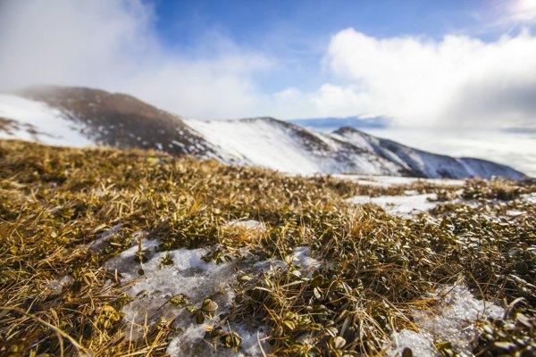 Snehové podmienky v Západných Tatrách počas výstupu na Baranec.
