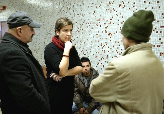 Na snímke druhá zľava právna zástupkyňa poškodených Vanda Durbáková na súde 25.1.2017.