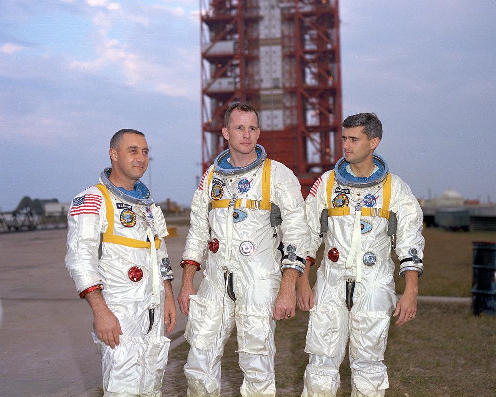 Na snímke zľava Virgil Grissom, Edward White a Roger Chaffee.