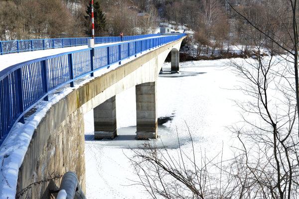 Poškodený most. Jeho rekonštrukcia môže trvať aj viac ako rok.