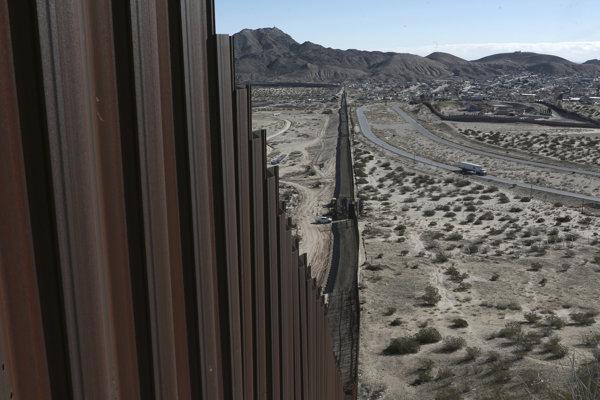 Po plote má prísť múr.