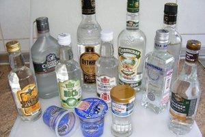 Ruská vodka vo viacerých prevedeniach.