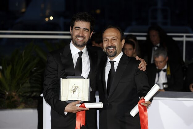 Farhadi (vpravo) na festivale v Cannes s hercom Shahabom Hosseinim.