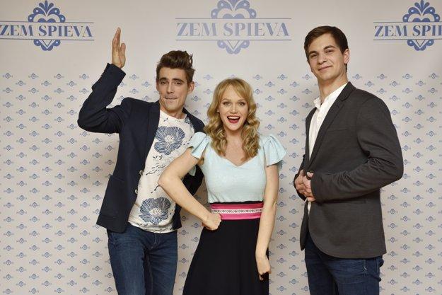 Moderátorská trojka - Daniel Kis, Marek Koleno a Dominika Zeleníková zo zoskupenia S hudbou vesmírnou.