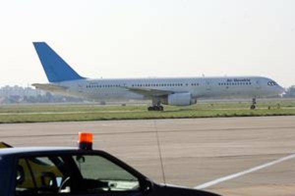 Na bratislavskom letisku nečakane pristála linka Albania Airlines. Lietadlo zo Slovenska zase stojí v Albánsku.