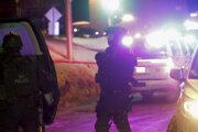 Policajti zasahujú po streľbe v mešite v kanadskom v Québecu.