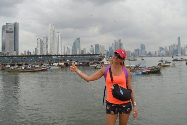 Danka Jašurková (v pozadí Panama city).