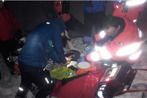 Záchranári sa mladíka snažili zo všetkých síl oživiť.