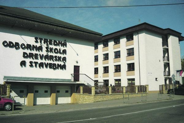 Strednú odbornú školu drevársku a stavebnú v Krásne nad Kysucou každoročne navštevuje viac ako 300 žiakov.