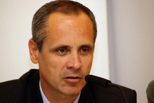 Eduard Hartmann (na fotke) sedel s Jánom Kobezdom v spoločných kancelárskych priestoroch.
