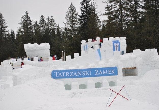 Pri labyrinte je aj snehový hrad.