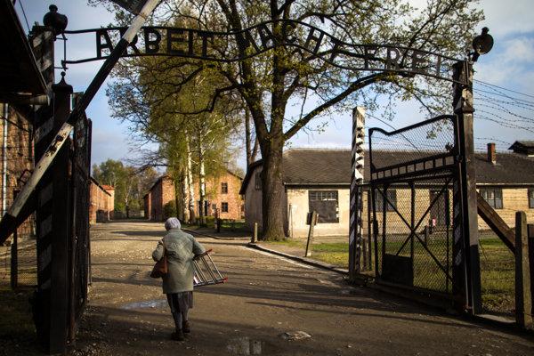 Vchod do nacistického koncentračného tábora v Osvienčime.